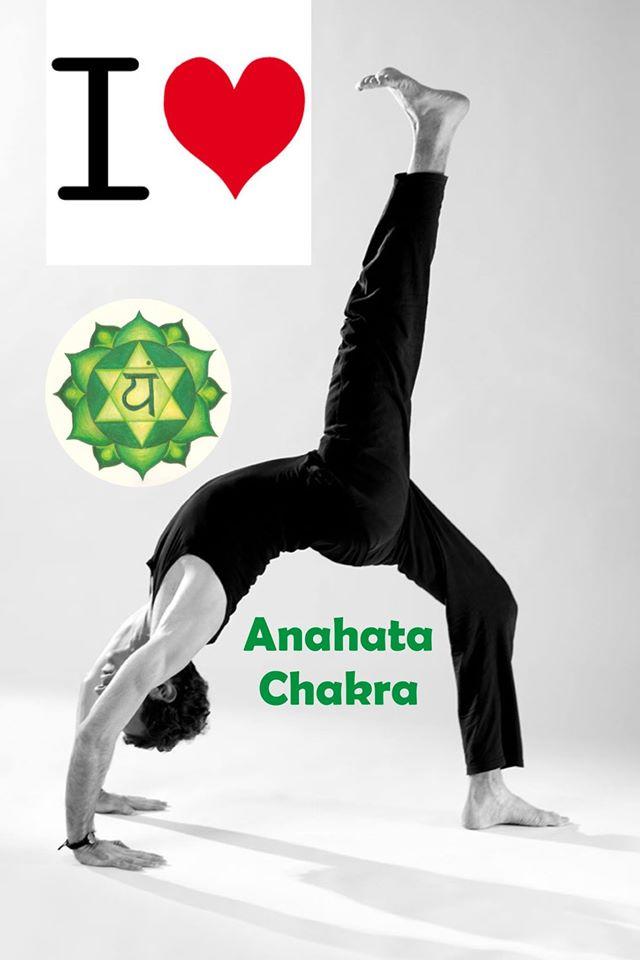 Nello yoga Anahata Chakra (il chakra del cuore) è la sede delle esperienze emotive